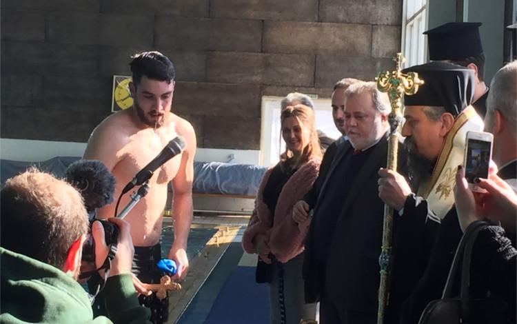 Θεοφάνεια 2019 στο Καρπενήσι Κώστας Μεριγκούνης κολυμβητής του ΚΟΚ