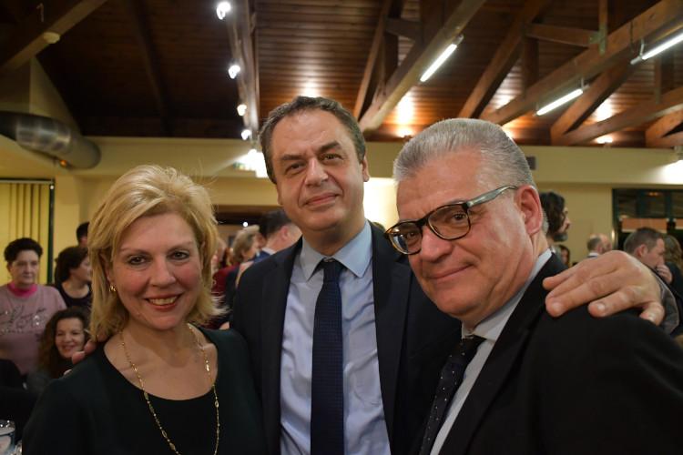 η υποψήφια βουλευτής Ευρυτανίας Θωμαΐς Οικονόμου με τον γραμματέα του οργανωτικού κ . Στέλιο Κονταδάκη